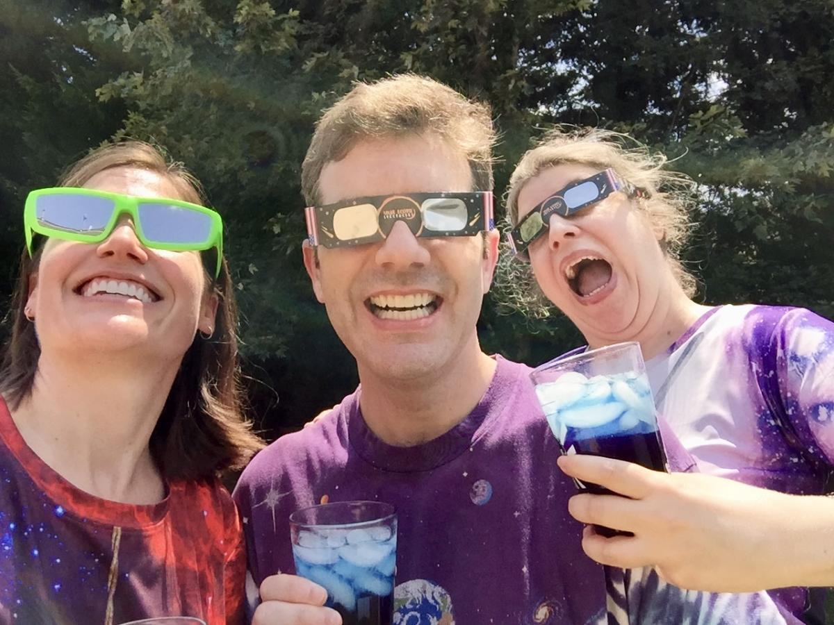 Siblings watching the eclipse